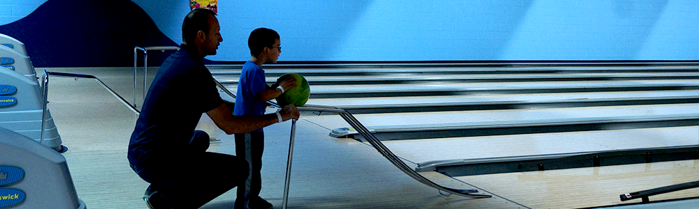 notre_dame_recsports_family_fundays_bowling_child_father_spring_2016_featured_image